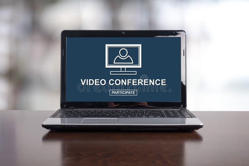 Concepto de la videoconferencia en un ordenador portátil foto de archivo