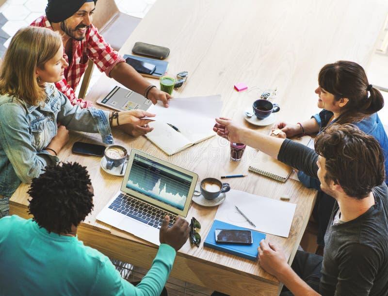 Concepto de lanzamiento del planeamiento de la reunión de reflexión de la reunión de negocios imagenes de archivo