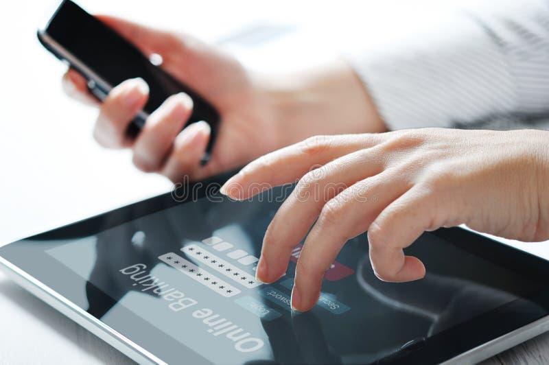 Concepto de las actividades bancarias en línea imagenes de archivo
