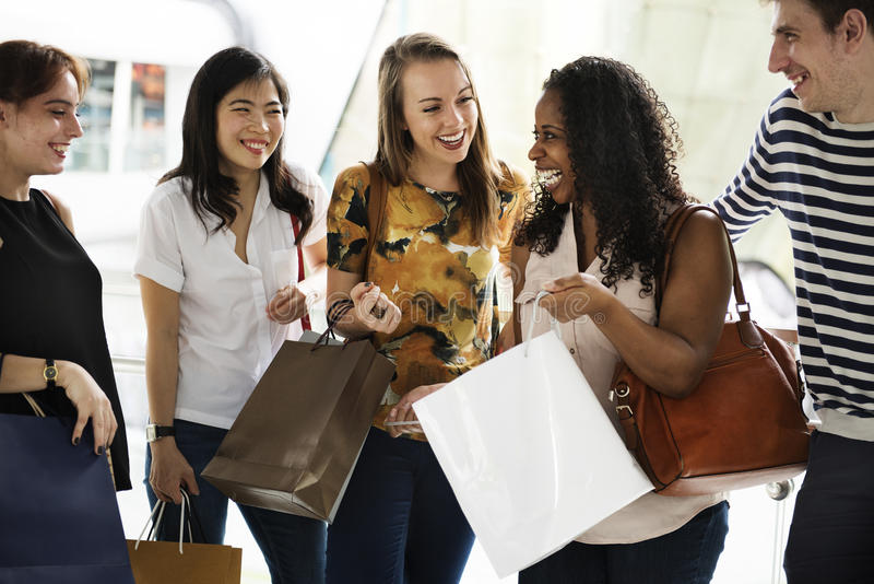 Concepto de las compras del grupo de personas imagen de archivo