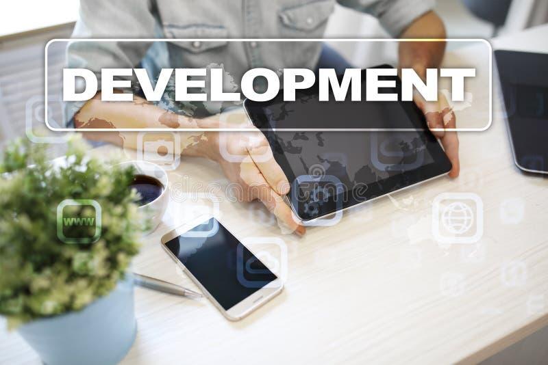 Concepto de las herramientas de desarrollo web en la pantalla virtual Lenguaje de programación y escrituras PHP, SQL, HTML, Java  foto de archivo libre de regalías