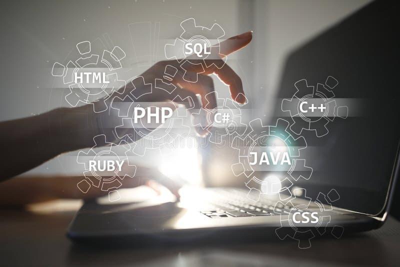 Concepto de las herramientas de desarrollo web en la pantalla virtual Lenguaje de programación y escrituras PHP, SQL, HTML, Java  imagen de archivo libre de regalías