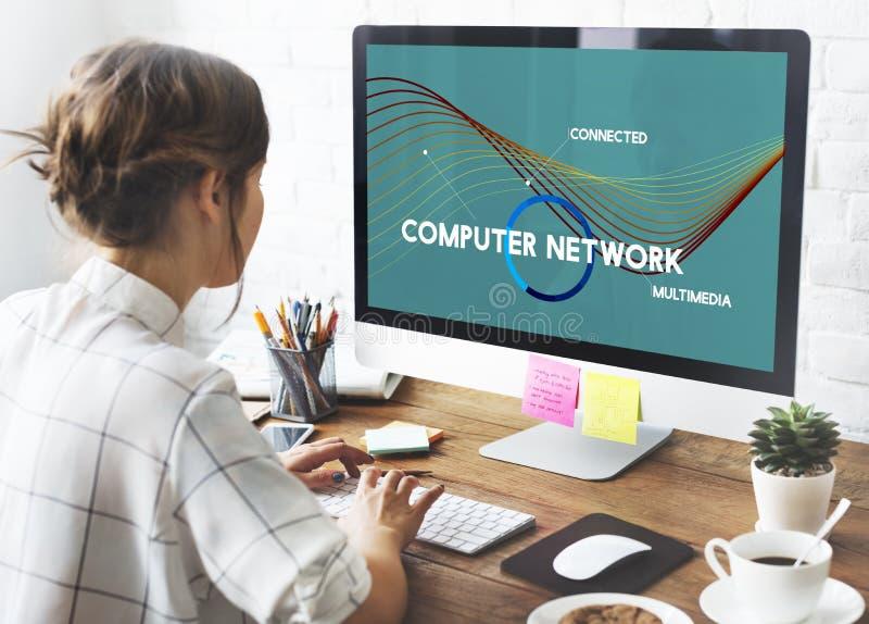Concepto de las multimedias del recurso compartido de red de la nube de la tecnología imágenes de archivo libres de regalías