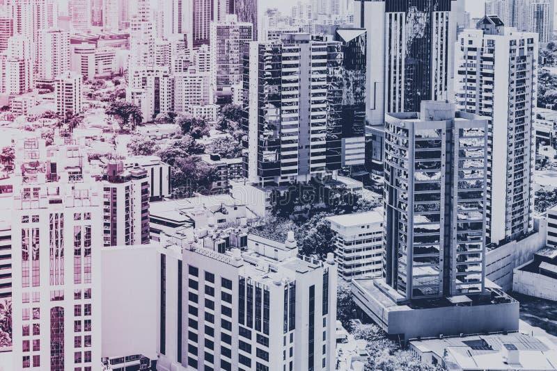 Concepto de las propiedades inmobiliarias, horizonte moderno de la ciudad y buildi del rascacielos fotografía de archivo libre de regalías