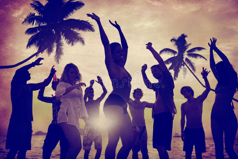 Concepto de las vacaciones de las vacaciones de verano del partido de la playa de la celebración de la gente imágenes de archivo libres de regalías