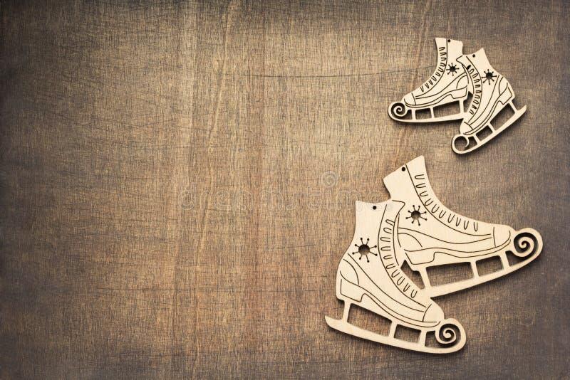 Concepto de las vacaciones de invierno con los patines de hielo fotos de archivo libres de regalías