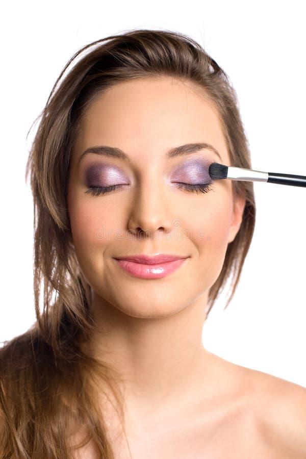 Concepto de los cosméticos con la mujer triguena hermosa. fotos de archivo