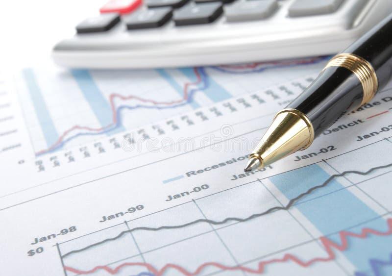 Concepto de los datos financieros con la pluma fotos de archivo libres de regalías