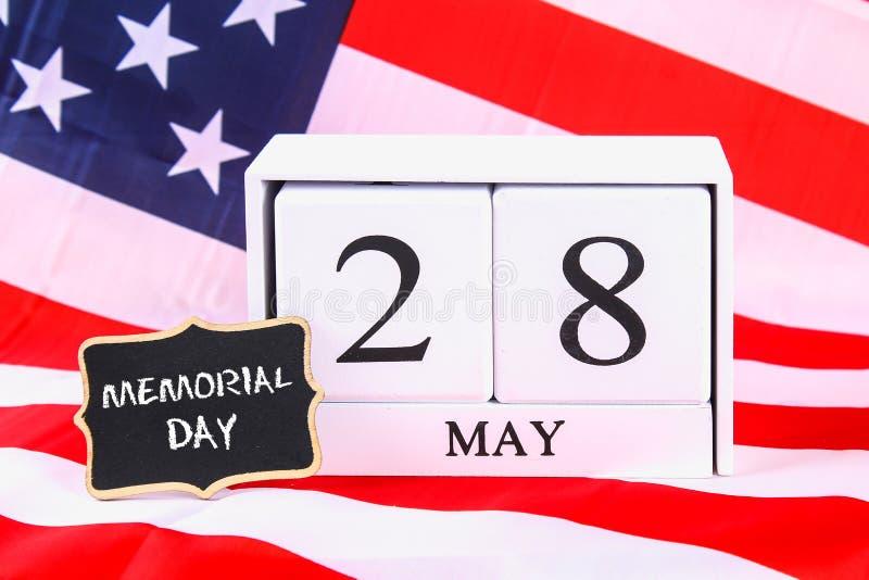 Concepto de los E.E.U.U. Memorial Day con el calendario y la amapola roja de la conmemoración fotos de archivo