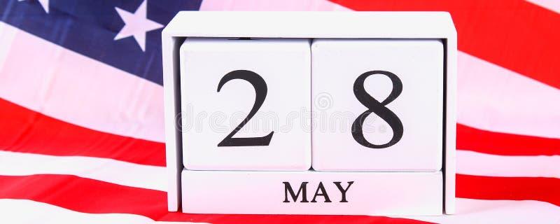 Concepto de los E.E.U.U. Memorial Day con el calendario y la amapola roja de la conmemoración en bandera americana de las barras  foto de archivo