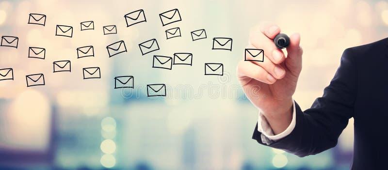 Concepto de los email del dibujo del hombre de negocios imagen de archivo