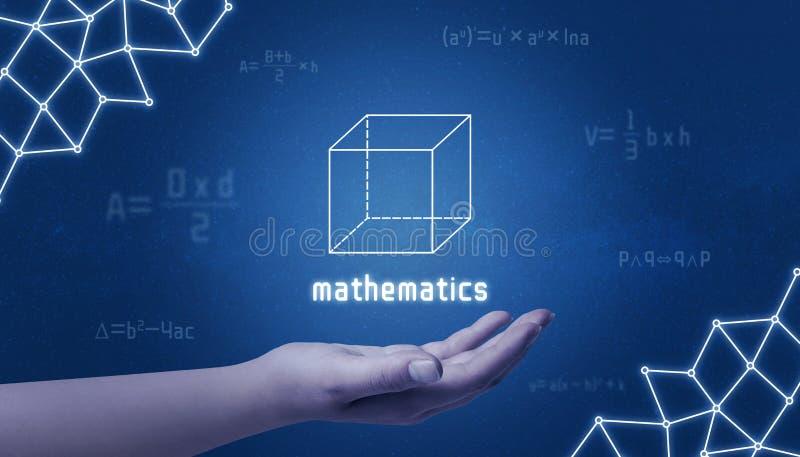 Concepto de matemáticas Cubo a disposición rodeado por fórmulas matemáticas fotos de archivo libres de regalías