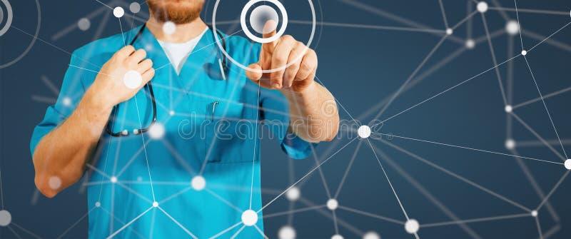 Concepto de medicina y de atención sanitaria globales Mano del doctor de la medicina que trabaja con el interfaz moderno del orde fotos de archivo