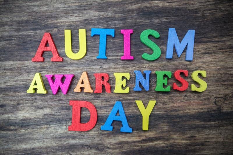 Concepto de palabra del día de la conciencia del autismo foto de archivo