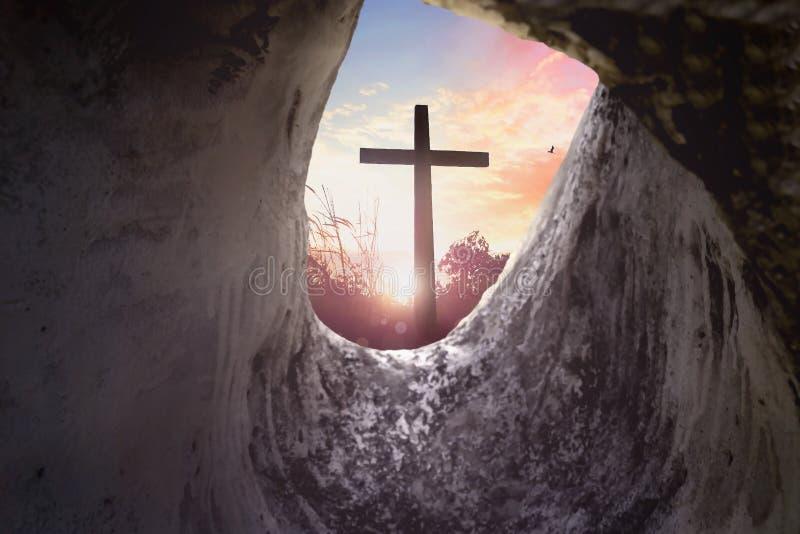 Concepto de pascua domingo: Cruz de la crucifixión de Jesus Christ fotografía de archivo