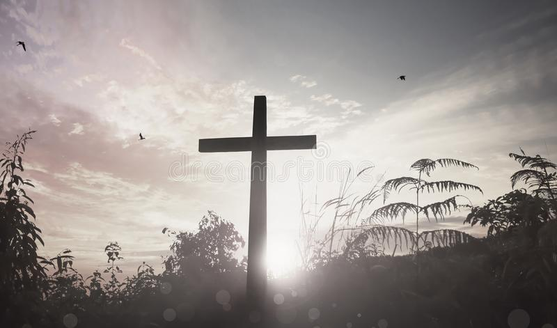 Concepto de pascua domingo: ejemplo de la crucifixión de Jesus Christ en Viernes Santo imagen de archivo libre de regalías