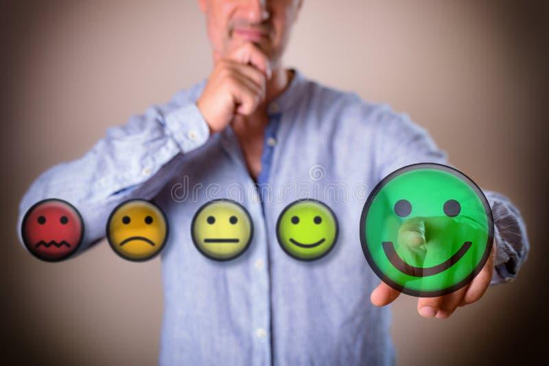 Concepto de persona que decide positivamente con los ejemplos coloridos del emoticon stock de ilustración
