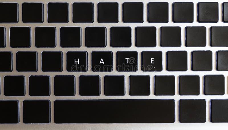 Concepto de problemas de Internet del hoy Subtítulo del odio aislado en el teclado del cuaderno con llaves en blanco imagen de archivo libre de regalías