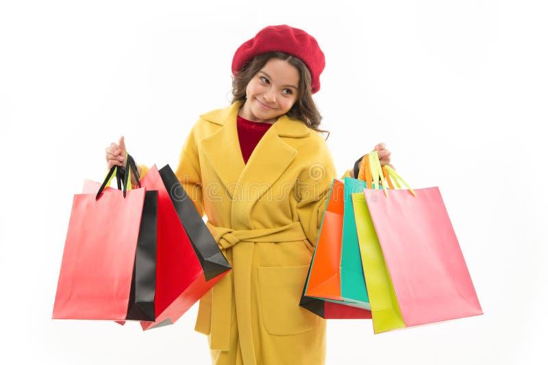Concepto de Shopaholic Las muestras le envician a hacer compras Bolsos de compras lindos del manojo del control de la niña del ni fotos de archivo