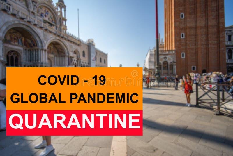 Concepto de signo de cuarentena pandémica COVID-19 sobre los antecedentes de la ciudad de Venecia imagen de archivo libre de regalías
