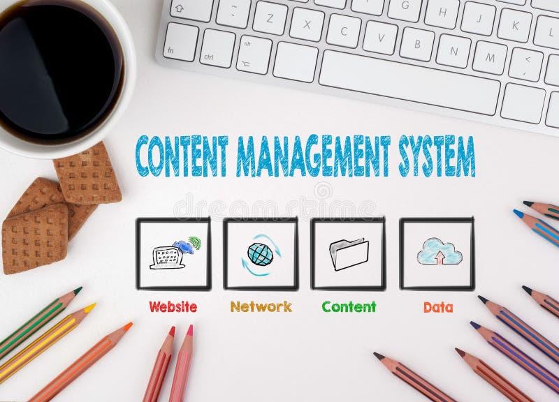 Concepto de sistema de gestión contento Escritorio de oficina blanco fotos de archivo