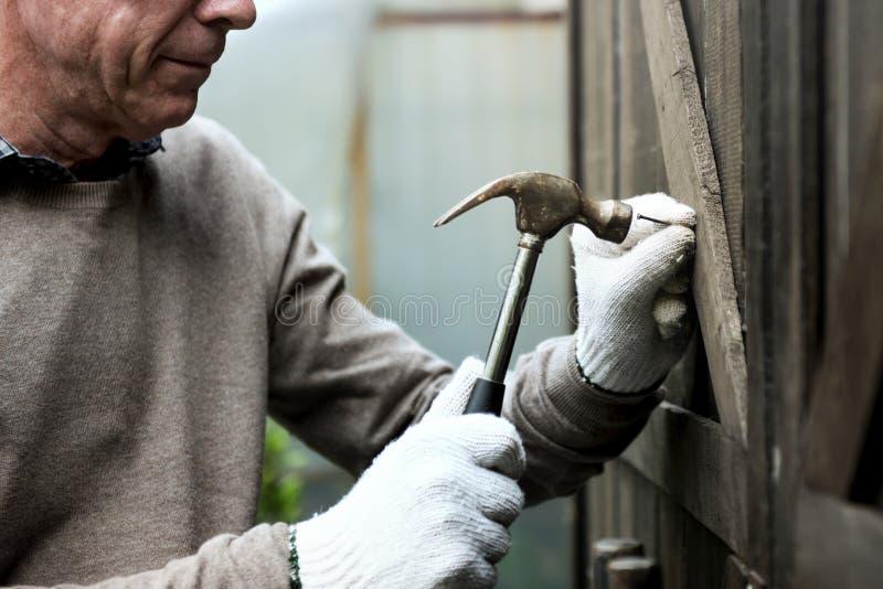 Concepto de trabajo de madera de la reparación de la carpintería foto de archivo libre de regalías