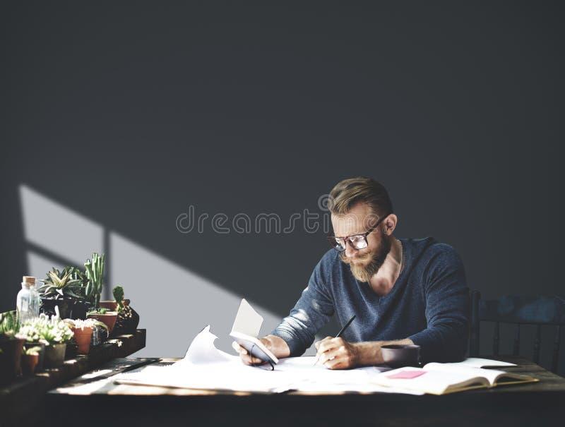 Concepto de Working Planning Seriously del hombre de negocios del lugar de trabajo foto de archivo libre de regalías