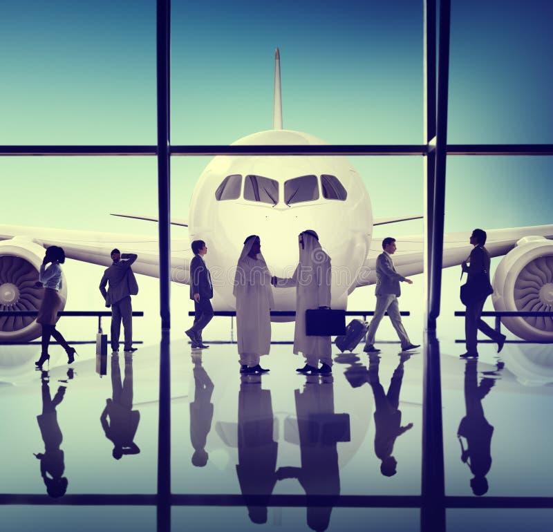 Concepto del aeropuerto del apretón de manos de la reunión de negocios fotos de archivo libres de regalías