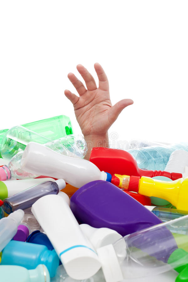 Concepto del ambiente con la basura del plástico imagenes de archivo