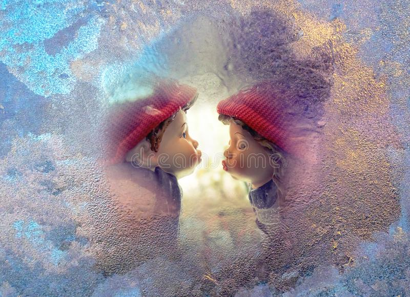 Concepto del amor en el primer beso foto de archivo libre de regalías