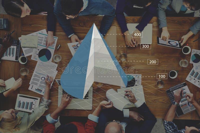 Concepto del Analytics del negocio de la carta del gráfico del cono fotos de archivo