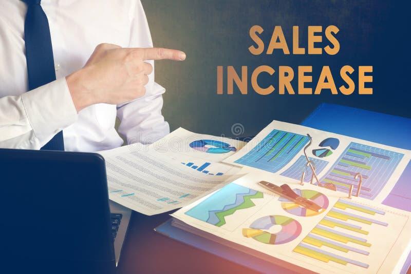 Concepto del aumento de las ventas imagenes de archivo