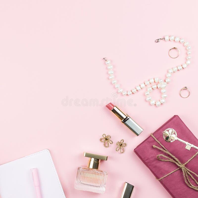 Concepto Del Blog De La Belleza Accesorios, Flores, Cosméticos Y ...