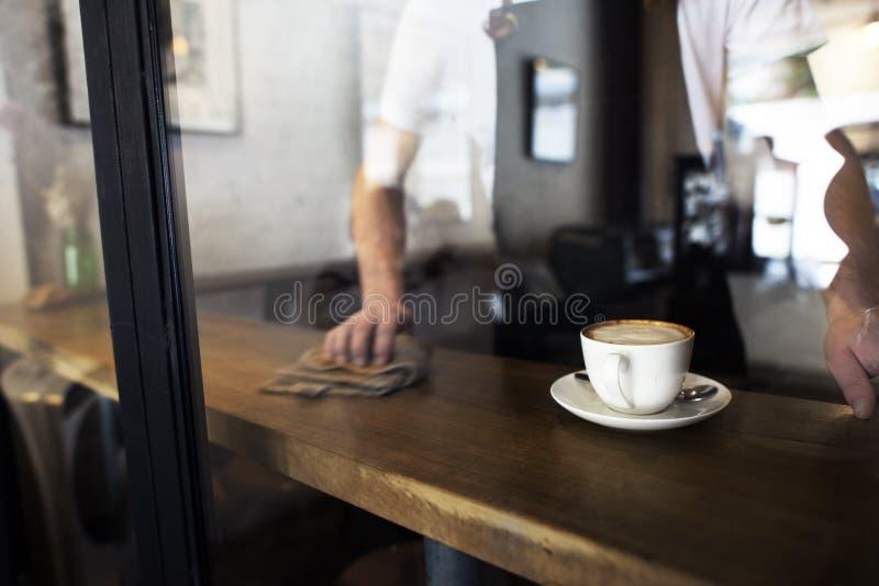 Concepto del café del servicio de atención al cliente del personal de servicio de la porción foto de archivo