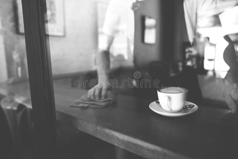 Concepto del café del servicio de atención al cliente del personal de servicio de la porción imagen de archivo