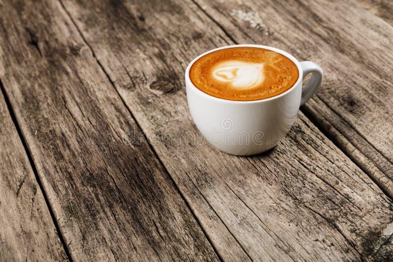 Concepto del café - taza de latte foto de archivo libre de regalías