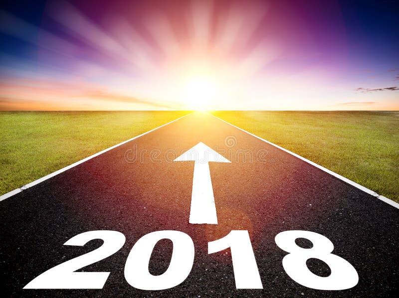 Concepto 2018 del camino vacío y de la Feliz Año Nuevo imagen de archivo