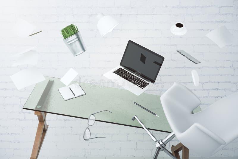 Concepto del caos de la oficina con el ordenador portátil, los muebles y el otro accessorie fotos de archivo