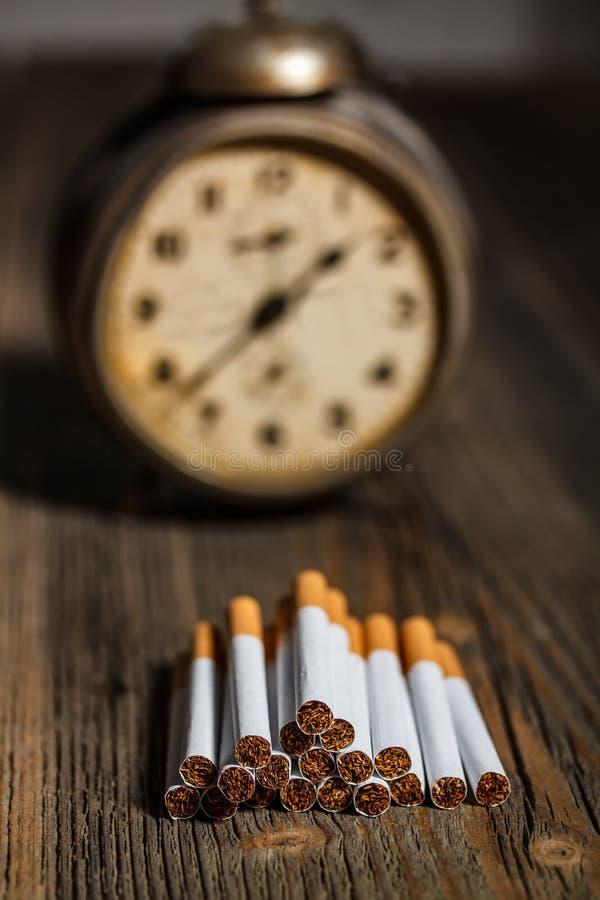 Concepto del cigarrillo imagen de archivo