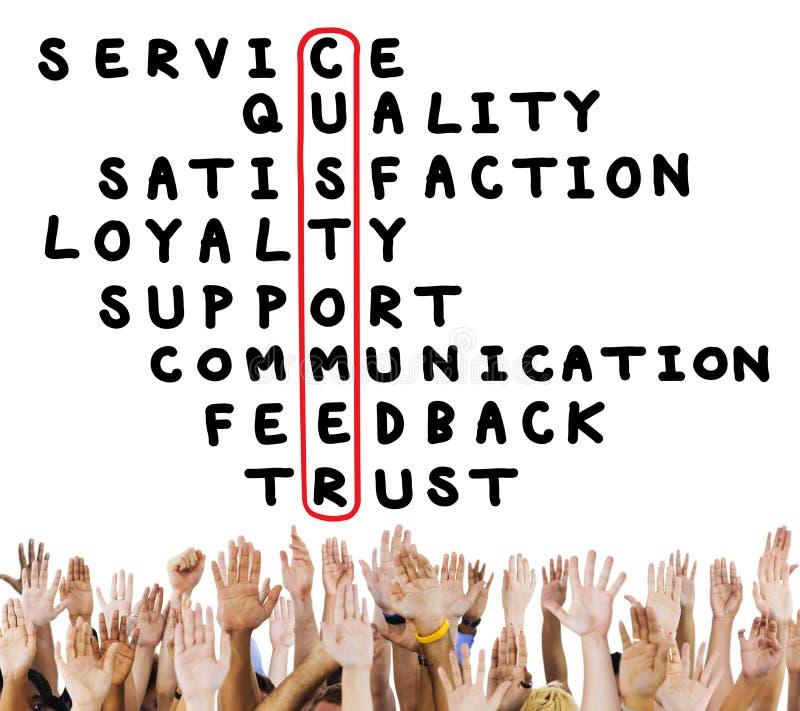 Concepto del crucigrama de la satisfacción de la calidad del servicio de atención al cliente imagen de archivo