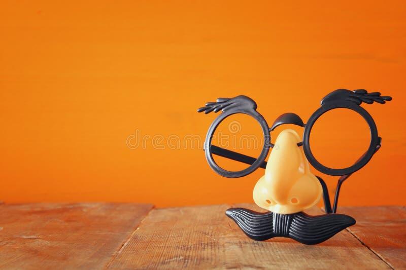 Concepto del día de fiesta de Halloween Máscara divertida del bigote foto de archivo