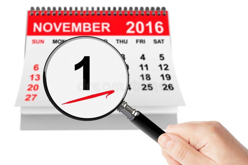 Concepto del Día de Todos los Santos 1 de noviembre de 2016 calendario con la lupa imagen de archivo
