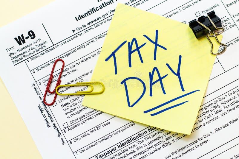 Concepto del día del impuesto W9 imágenes de archivo libres de regalías