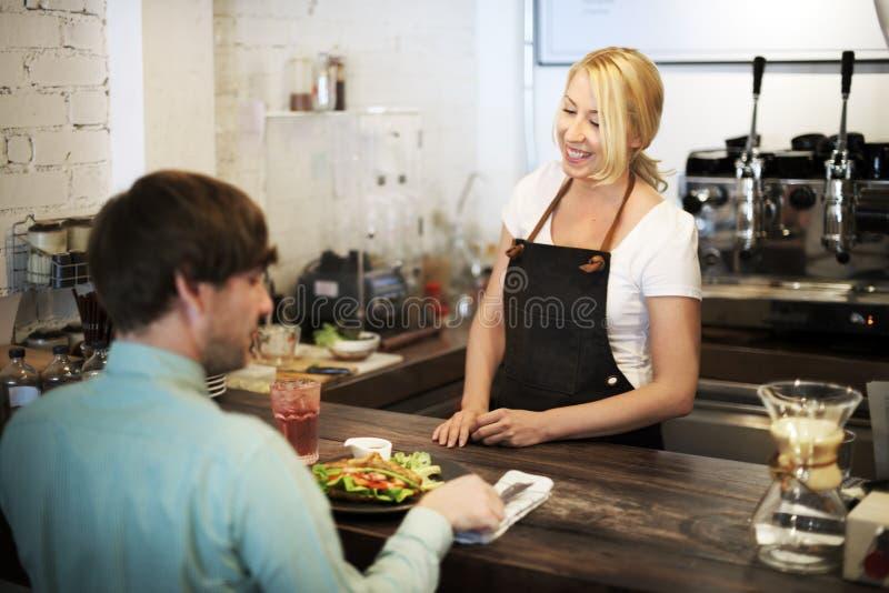 Concepto del delantal de Staff Serving Cafeteria del camarero del café del café foto de archivo