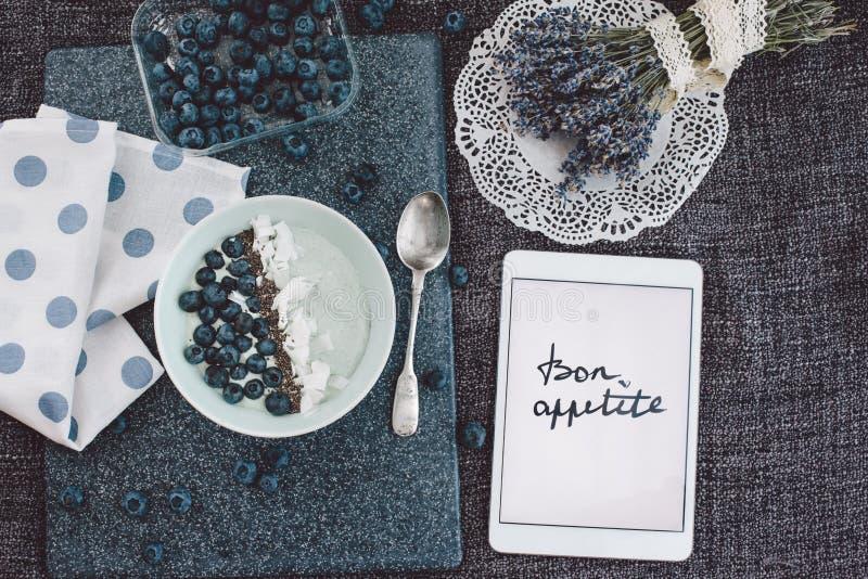 Concepto del desayuno del verano, visión superior fotos de archivo