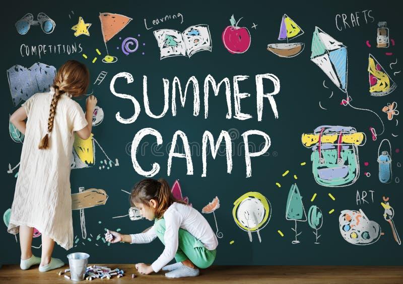 Concepto del disfrute de la exploración de la aventura del campamento de verano foto de archivo libre de regalías