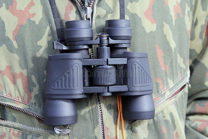 Concepto del ejército y de la gente, ejecución binocular negra fotografía de archivo libre de regalías