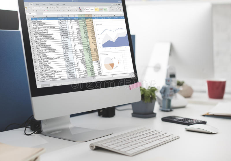 Concepto del fichero de informe de presupuesto de marketing de la hoja de cálculo fotos de archivo libres de regalías