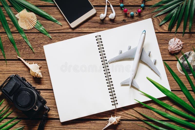 Concepto del fondo del viaje Abra el cuaderno con el espacio en blanco para el yo fotografía de archivo