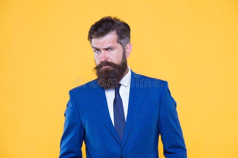 Concepto del hombre de negocios Aspecto preparado pozo acertado del hombre de negocios Empresario motivado serio Hombres de negoc imagenes de archivo